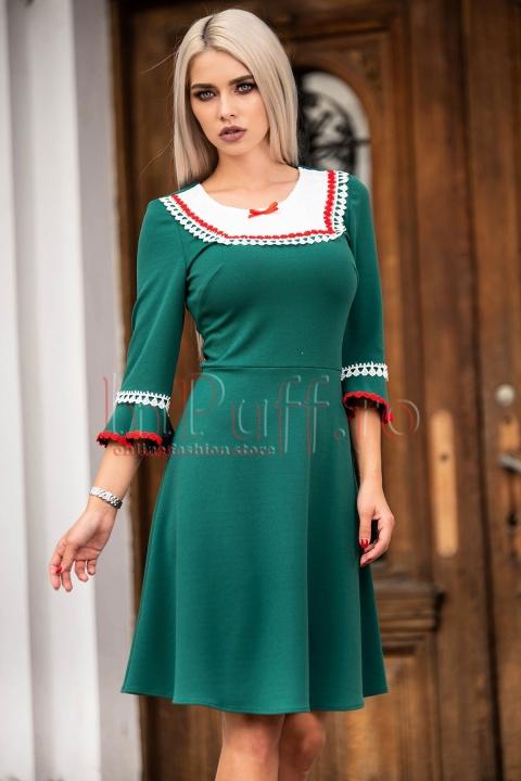 Rochie de zi verde cu insertii deosebite