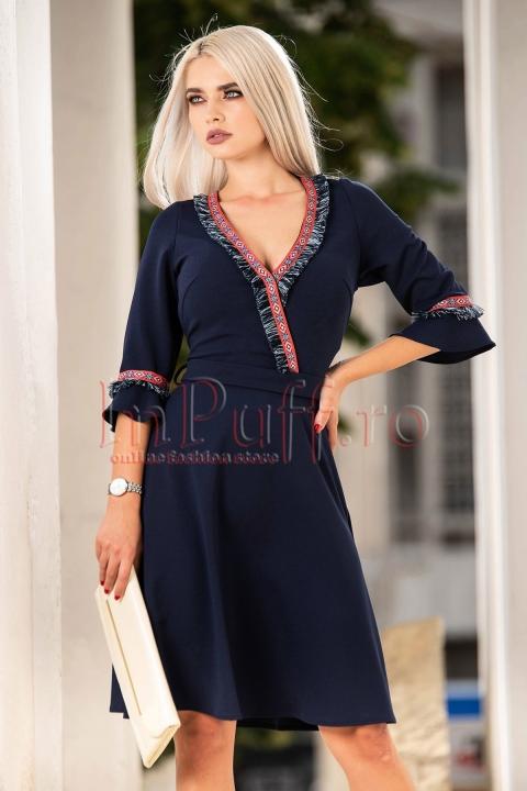 Rochie de zi bleumarin cu inserii deosebite