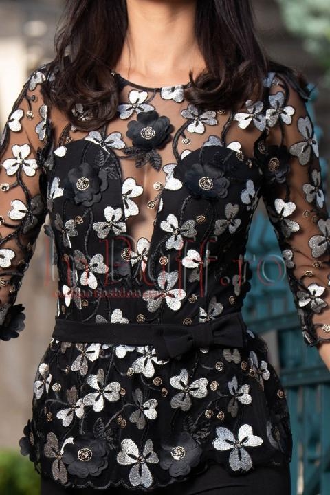 Salopeta dama eleganta neagra cu aplicatii florale