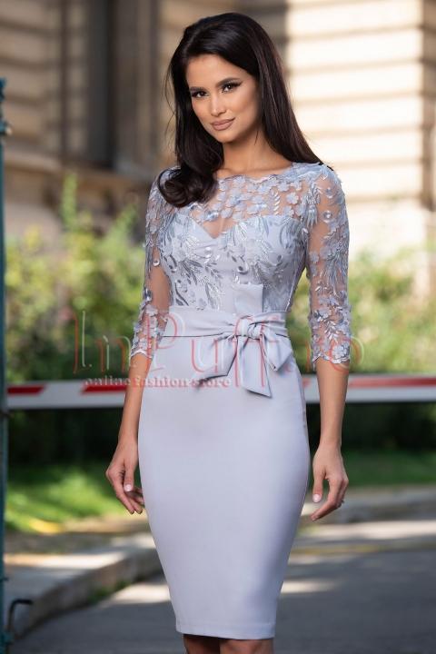 Rochie eleganta cu tul brodat si aplicatii florale