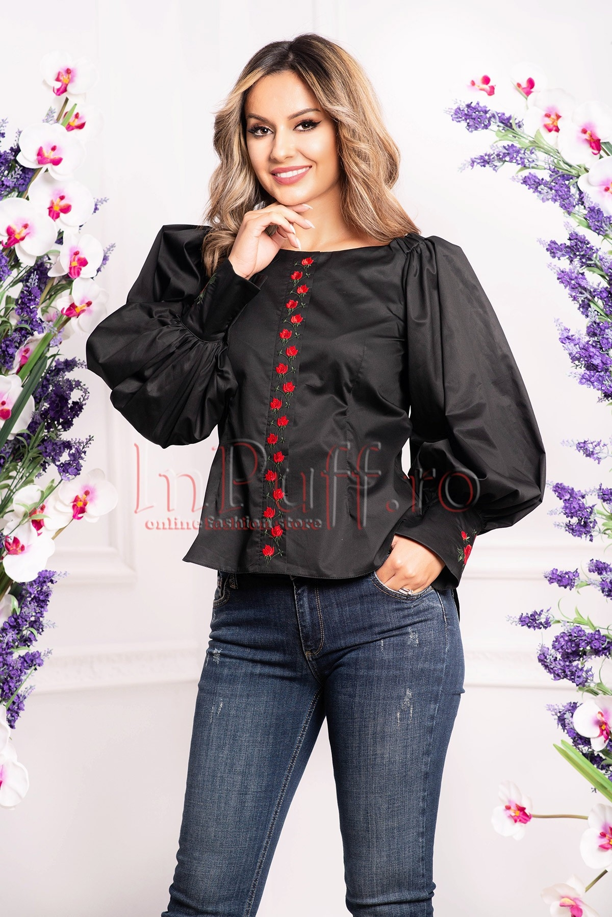 Bluza neagra cu broderie florala