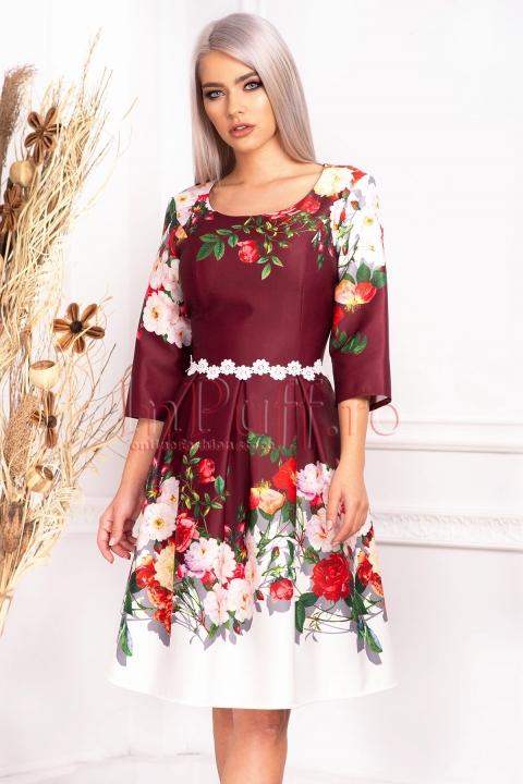 Rochie de zi bordo in clos cu imprimeu floral si maneca trei sferturi