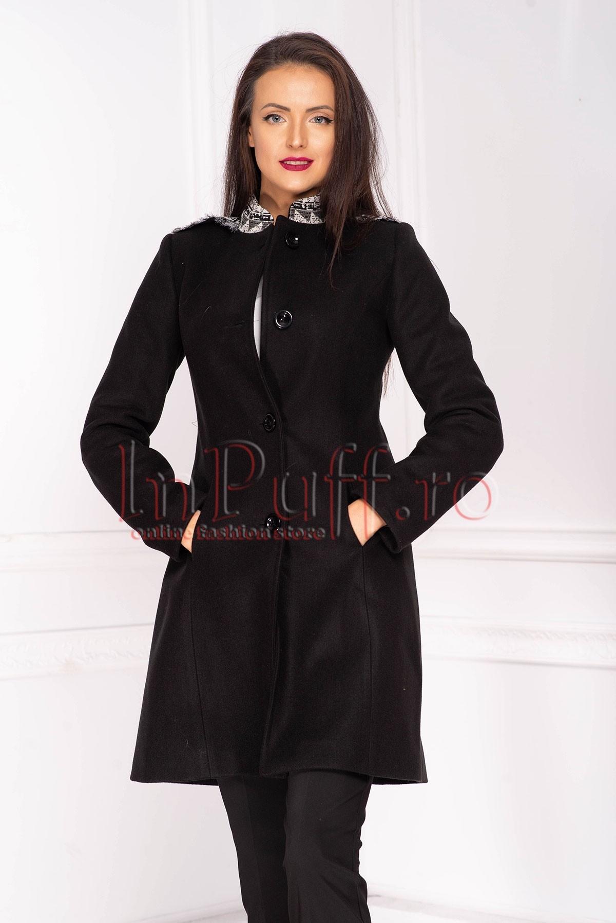 Palton dama Moze negru cambrat din stofa cu buzunare integrate in cusatura si aplicatii la umeri si guler