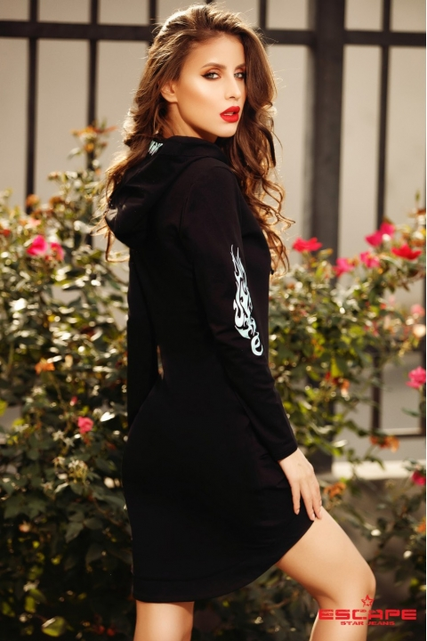 Rochie tip pulover asimetric din tricot cu gluga si maneca lunga