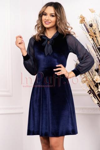 Rochie bleumarin de ocazie midi in clos din catifea cu maneca lunga cu sclipici