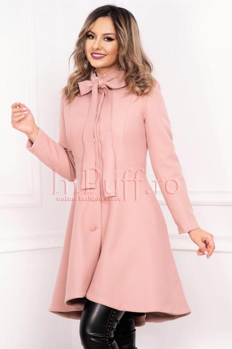 Palton roz pudra asimetric din stofa cu buzunare laterale