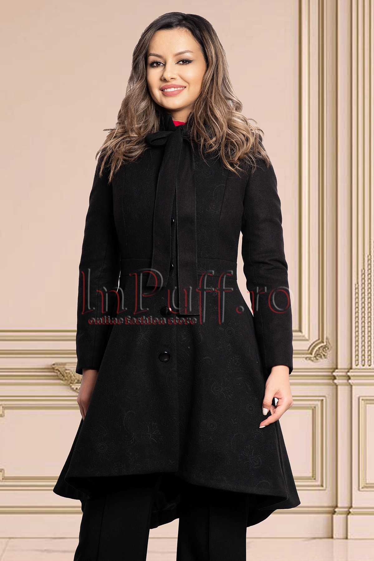 Palton negru asimetric din stofa imprimata cu buzunare laterale