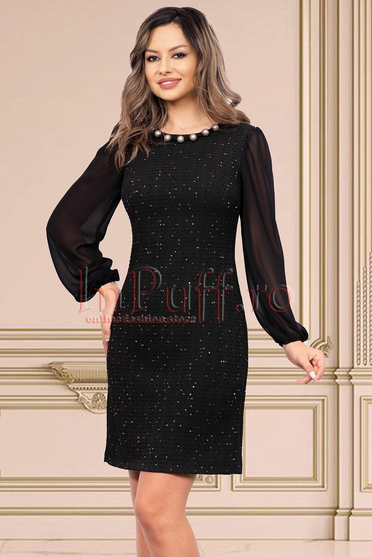 Rochie neagra de seara cu paiete discrete midi lejera cu maneca lunga din voal si colier cu perle