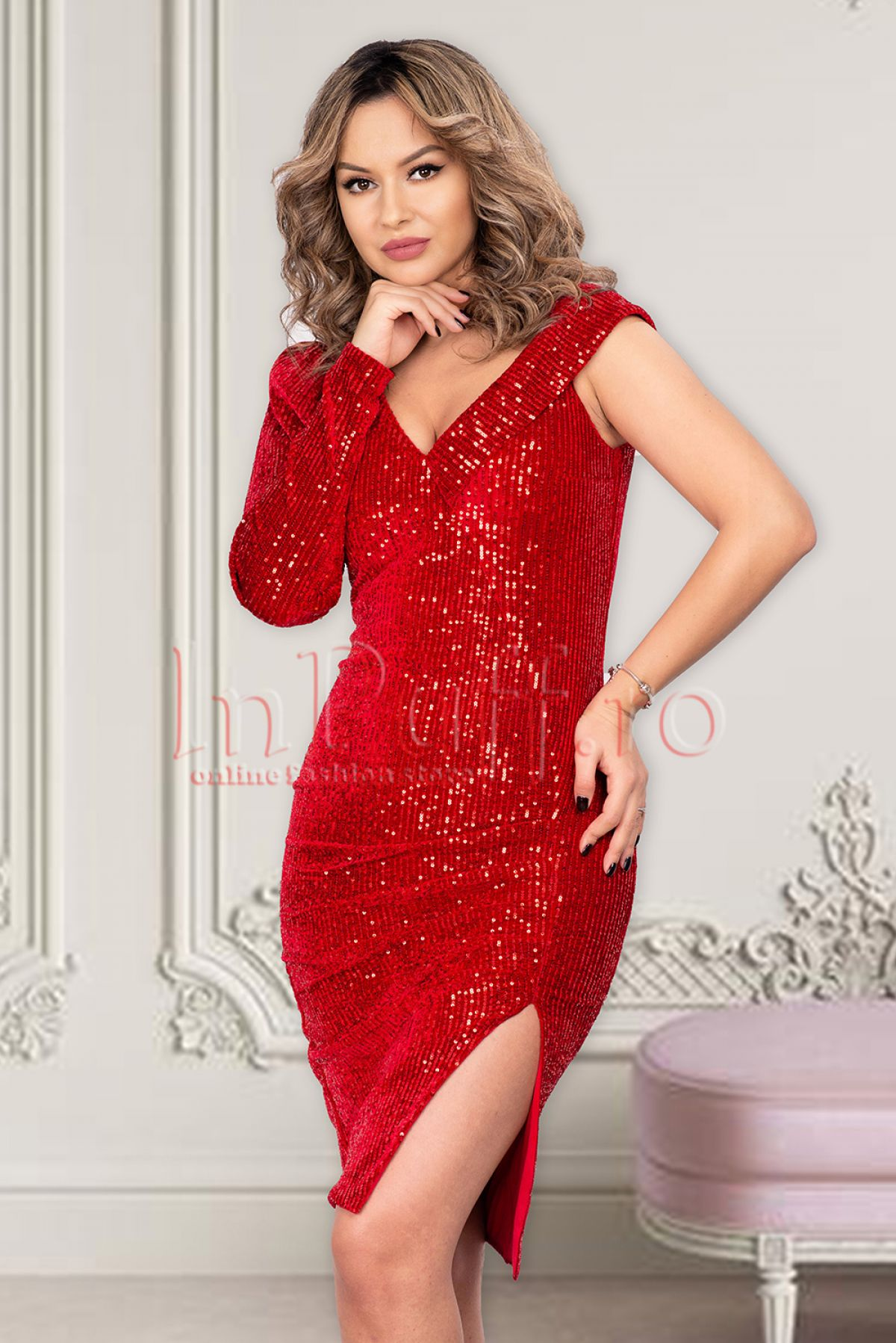 Rochie MBG rosie de seara midi conica din catifea cu paiete cu o maneca
