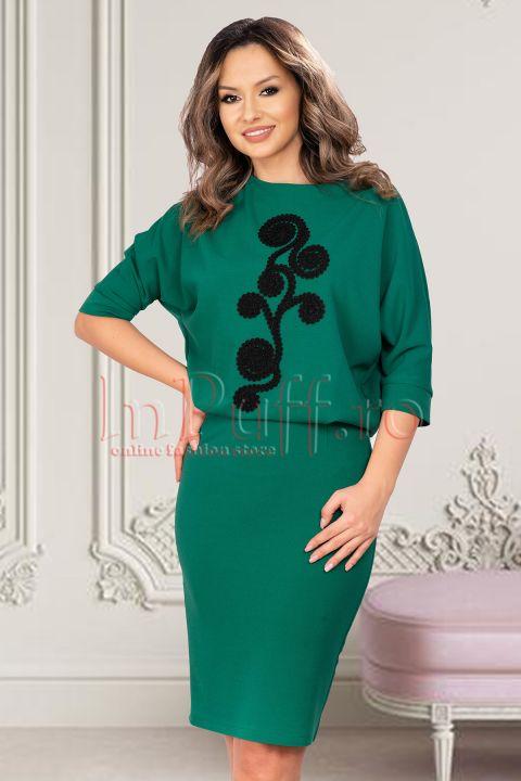 Rochie de seara verde din bistrech accesorizata cu broderie neagra