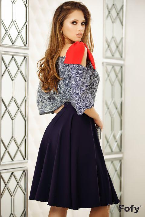 Bluza Fofy bleumarin cu imprimeu si funda rosie pe umar