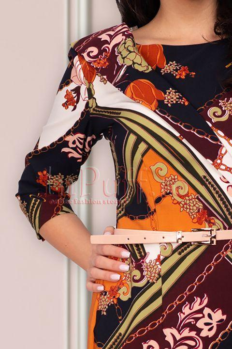 Rochie midi bleumarin imprimeu deosebit si curea in talie