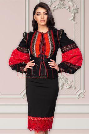 Vesta Venezia neagra cu motive traditionale rosii si volanase in zona umerilor