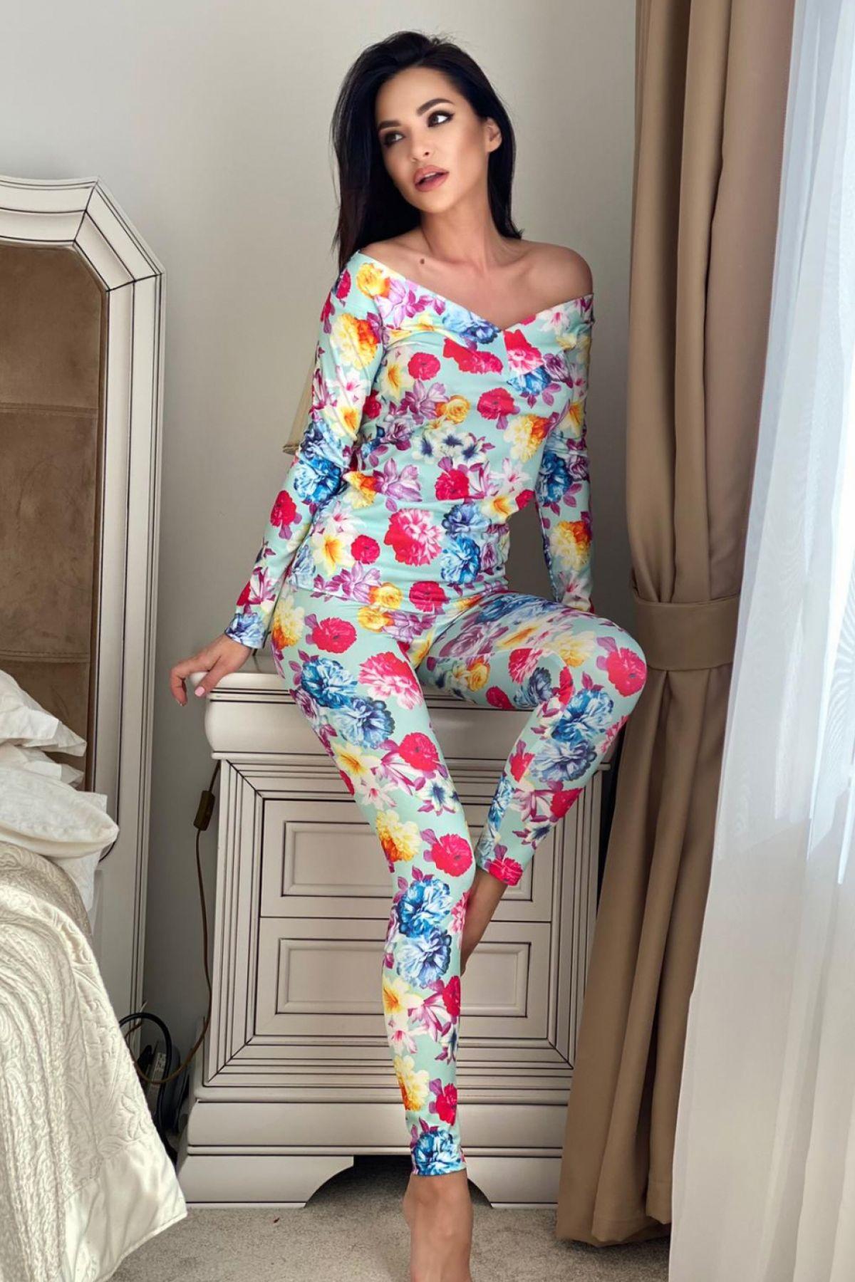 Pijama fashion bleu cu imprimeu floral multicolor