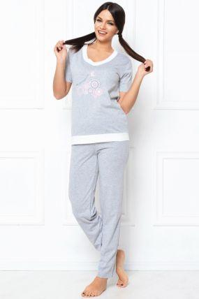 Pijama lejera gri cu tricou si pantaloni lungi si aplicatii floricele