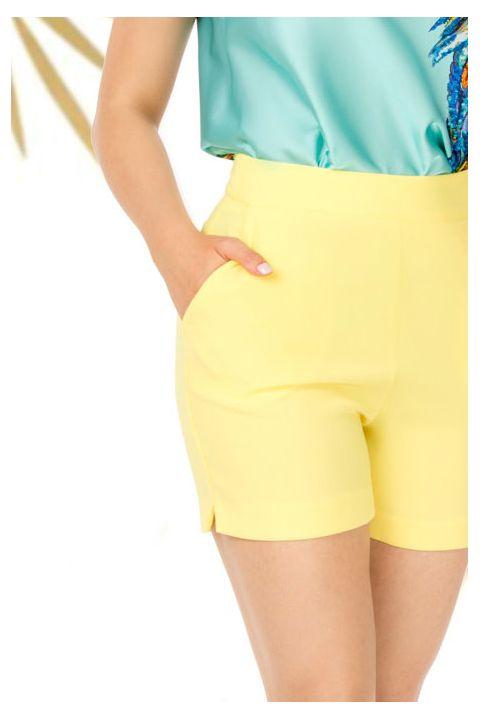 Pantaloni Pretty Girl scurti casual galbeni cu buzunare laterale