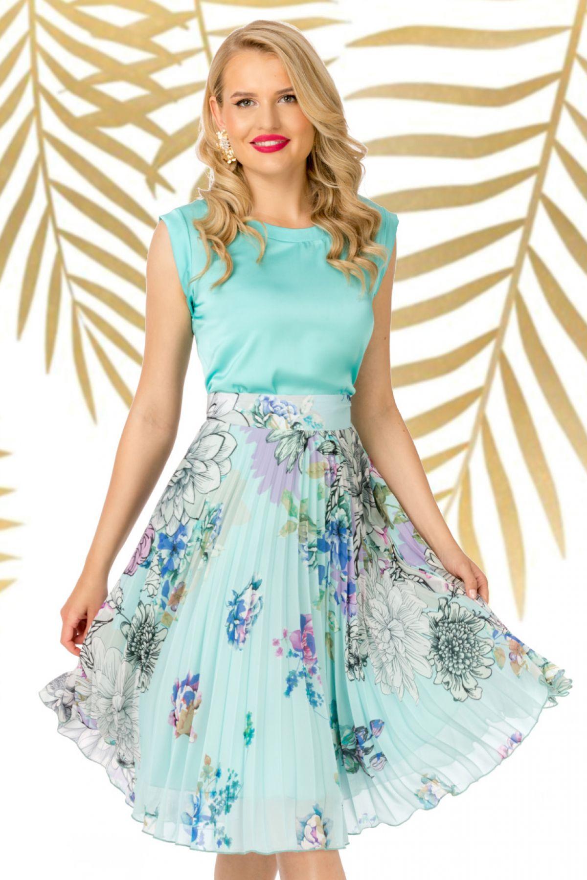 Fusta Pretty Girl plisata mint cu flori colorate