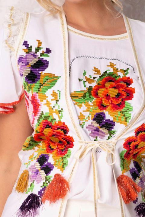 Vesta Venezia cu broderie traditionala colorata si volanase la umeri