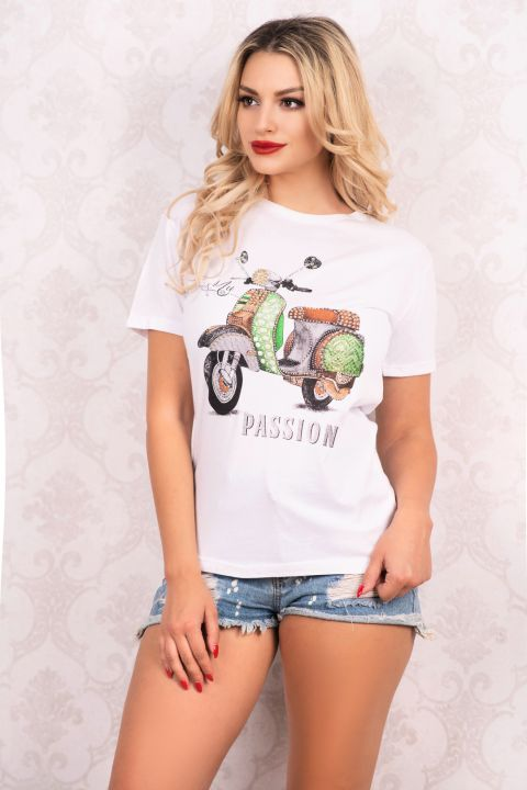 Tricou alb din vascoza cu imprimeu scuter si aplicatii pietricele