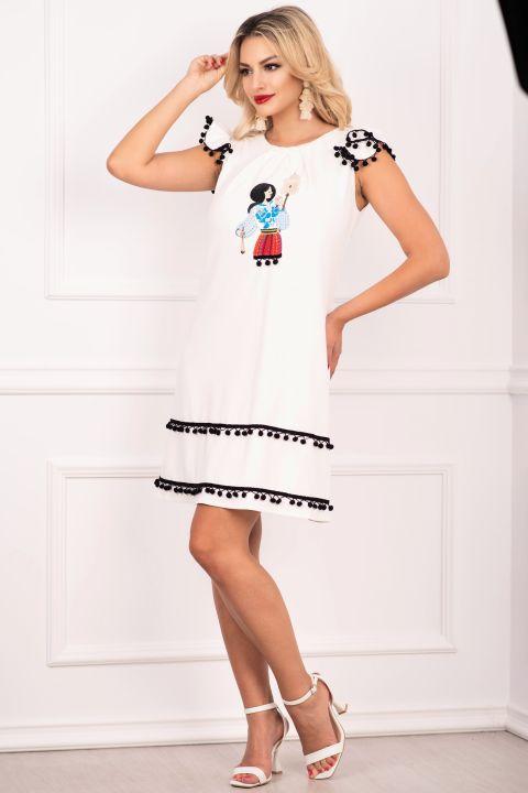 Rochie de zi alba Effect cu tarancuta brodata si ciucuri negri