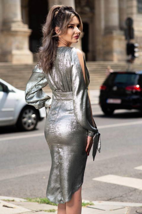 Rochie MBG eleganta cu reflexii metalice si crapatura pe maneca