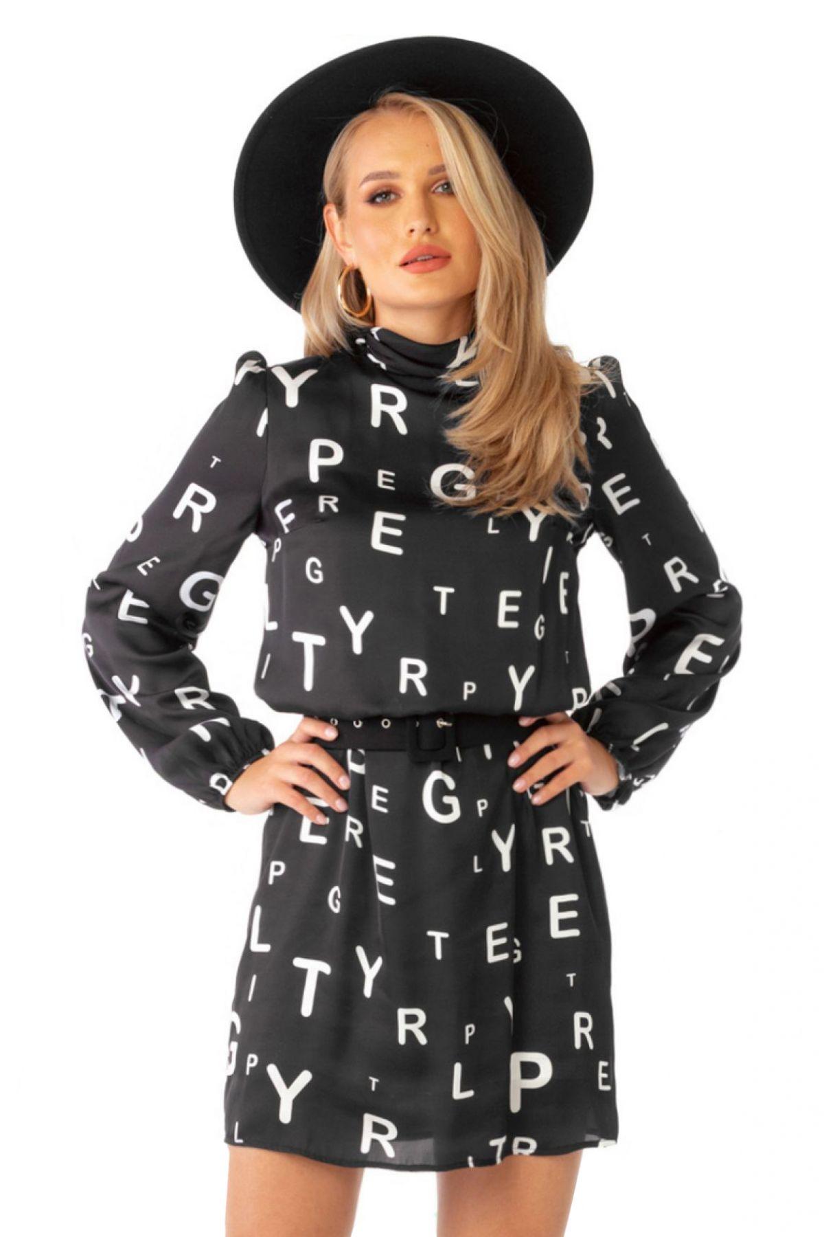 Rochie de zi Pretty Girl neagra cu imprimeu litere