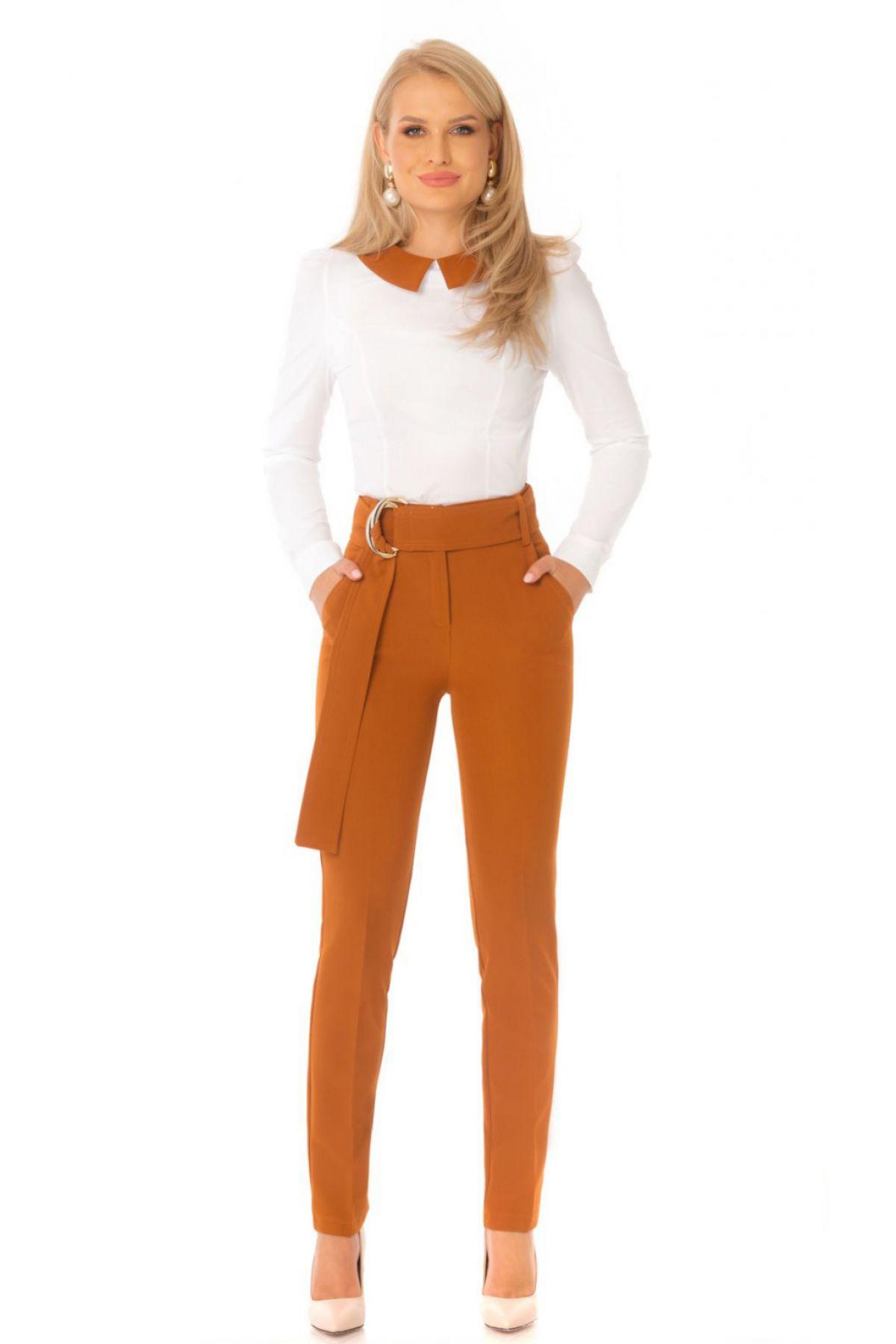 Pantaloni Pretty Girl office camel cu accesoriu metalic