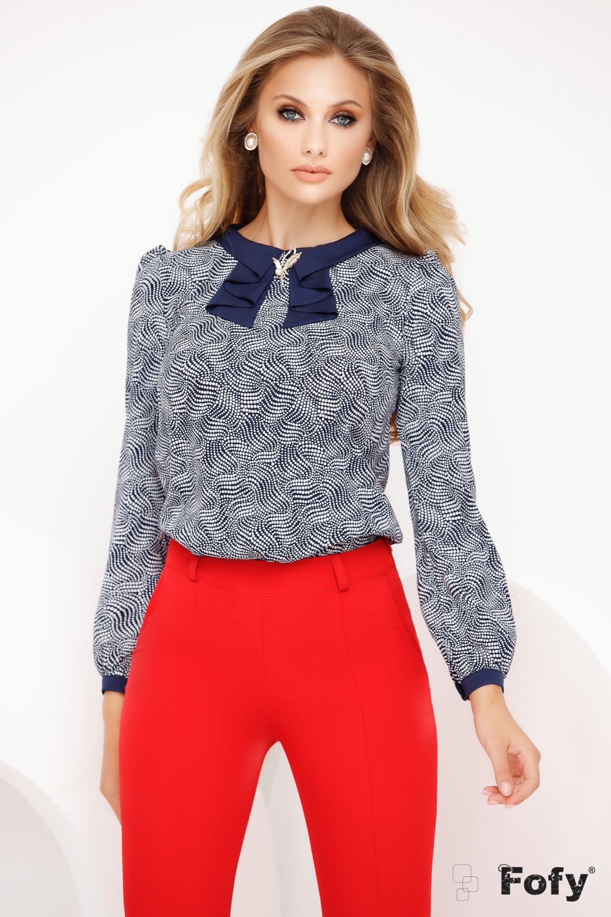 Bluza Fofy office cu guler bleumarin stilizat si accesoriu brosa