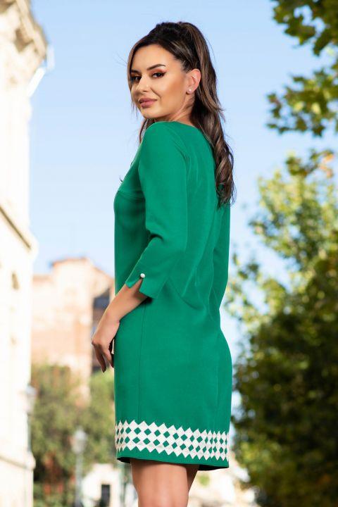 Rochie de zi verde cu funda stilizata si broderie cu romburi