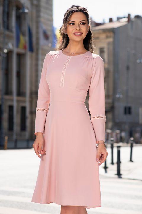 Rochie Moze in clos roz pal accesorizata cu broderie si maneca lunga