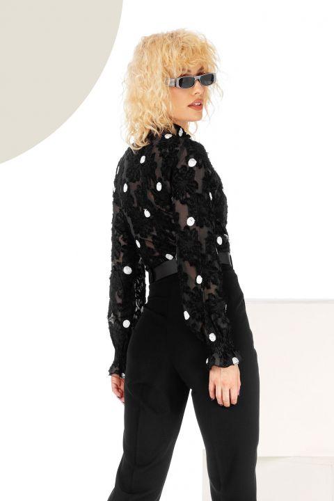 Bluza neagra cu buline albe brodate si guler inalt