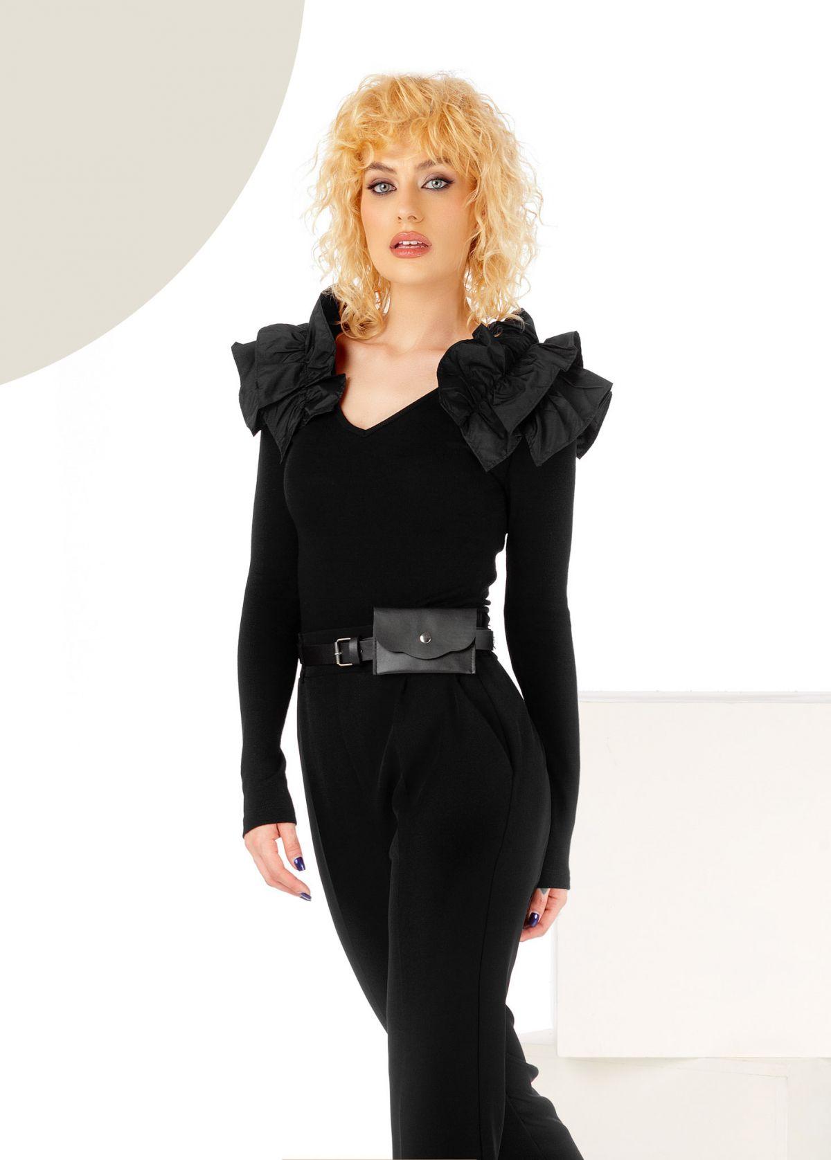 Bluza cambrata din tricot neagra cu volane pe umeri