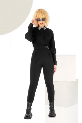 Pantaloni negri conici cu accesoriu curea si buzunare laterale functionale