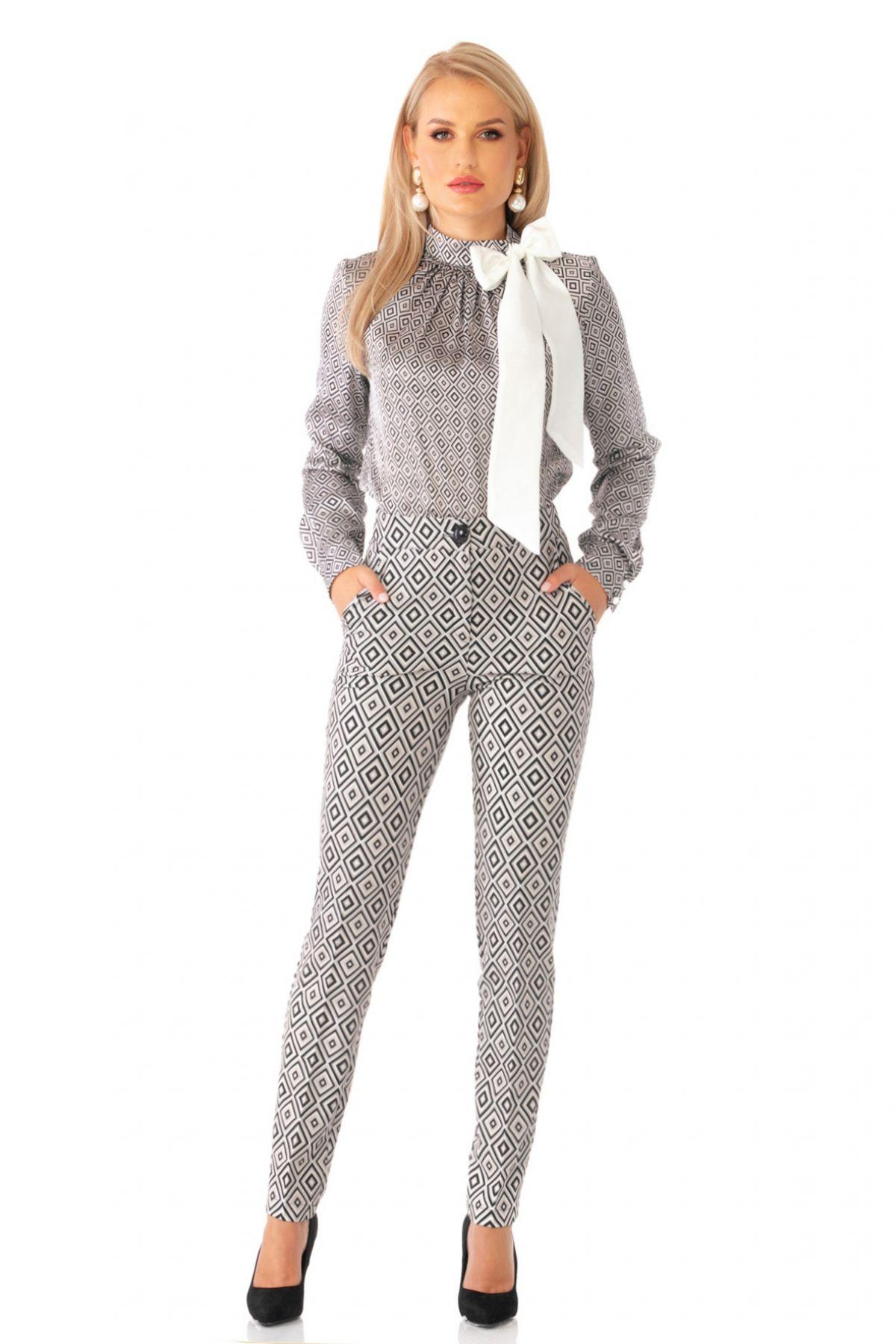 Pantaloni Pretty Girl gri cu print romburi