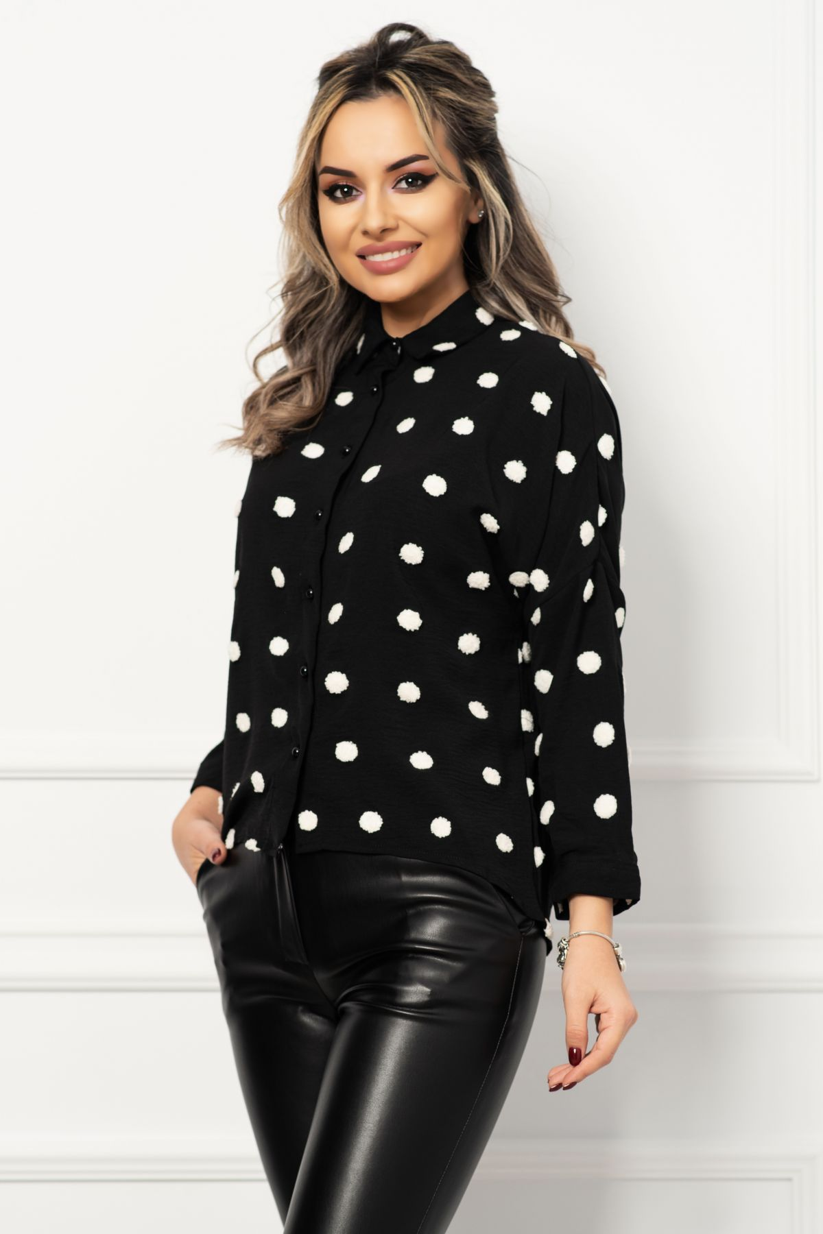 Camasa trendy neagra cu plumeti albi in contrast