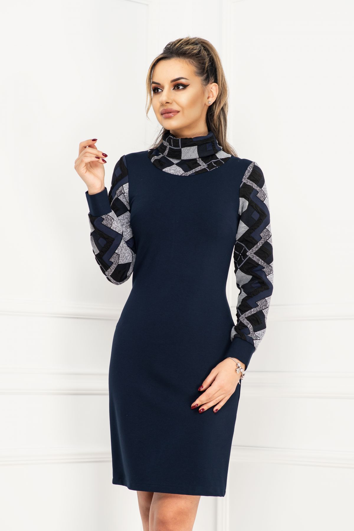 Rochie de zi bleumarin cu guler inalt si maneci cu imprimeu geometric 3D