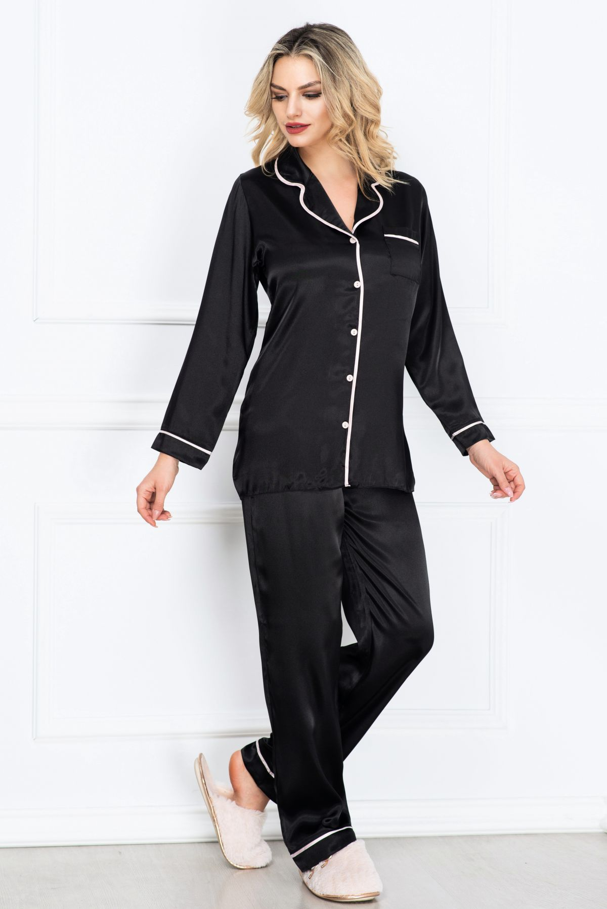 Pijama eleganta neagra din satin cu vipusca rose
