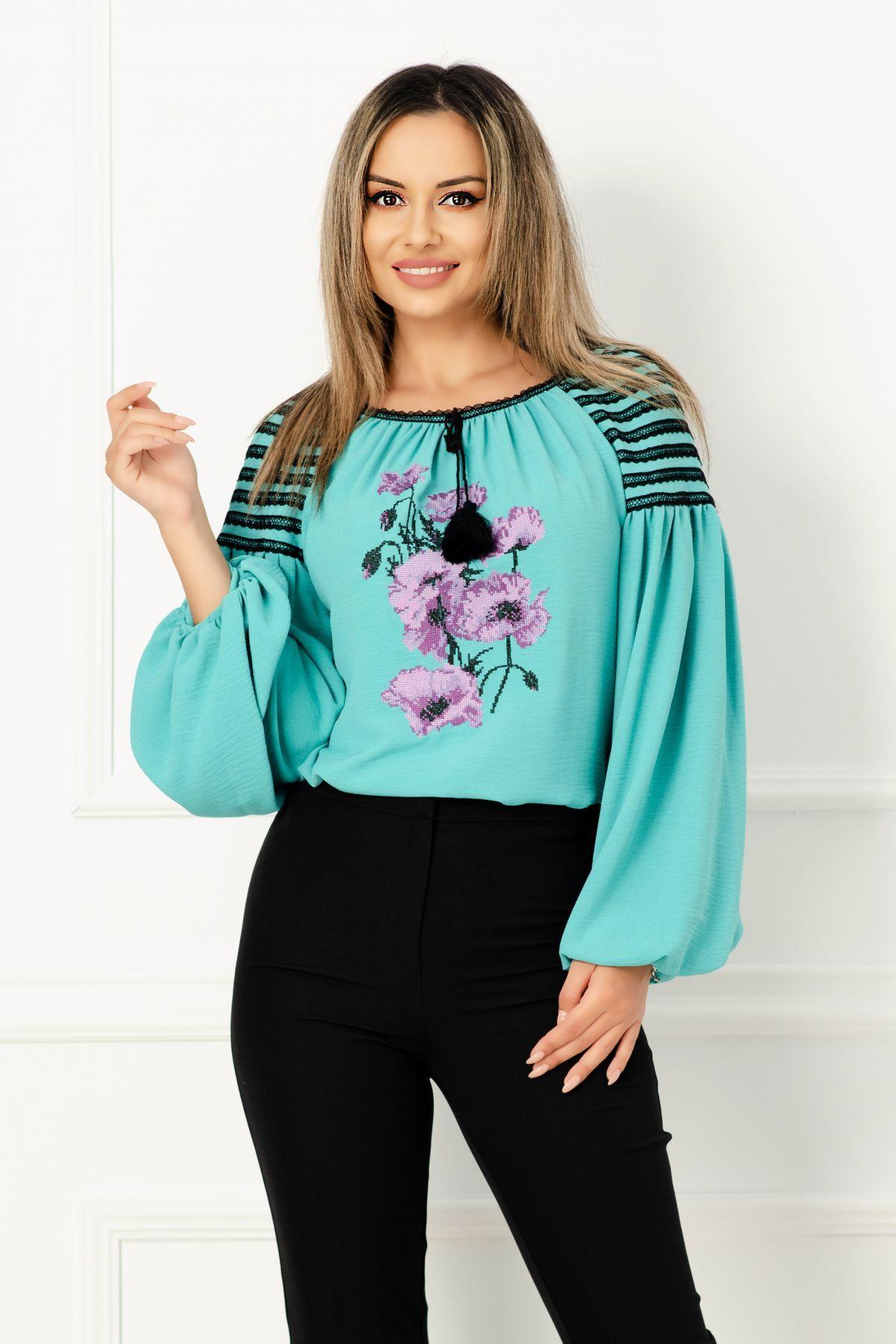 Bluza Effect turquoise din vascoza cu broderie florala turquoise si maneci bufante