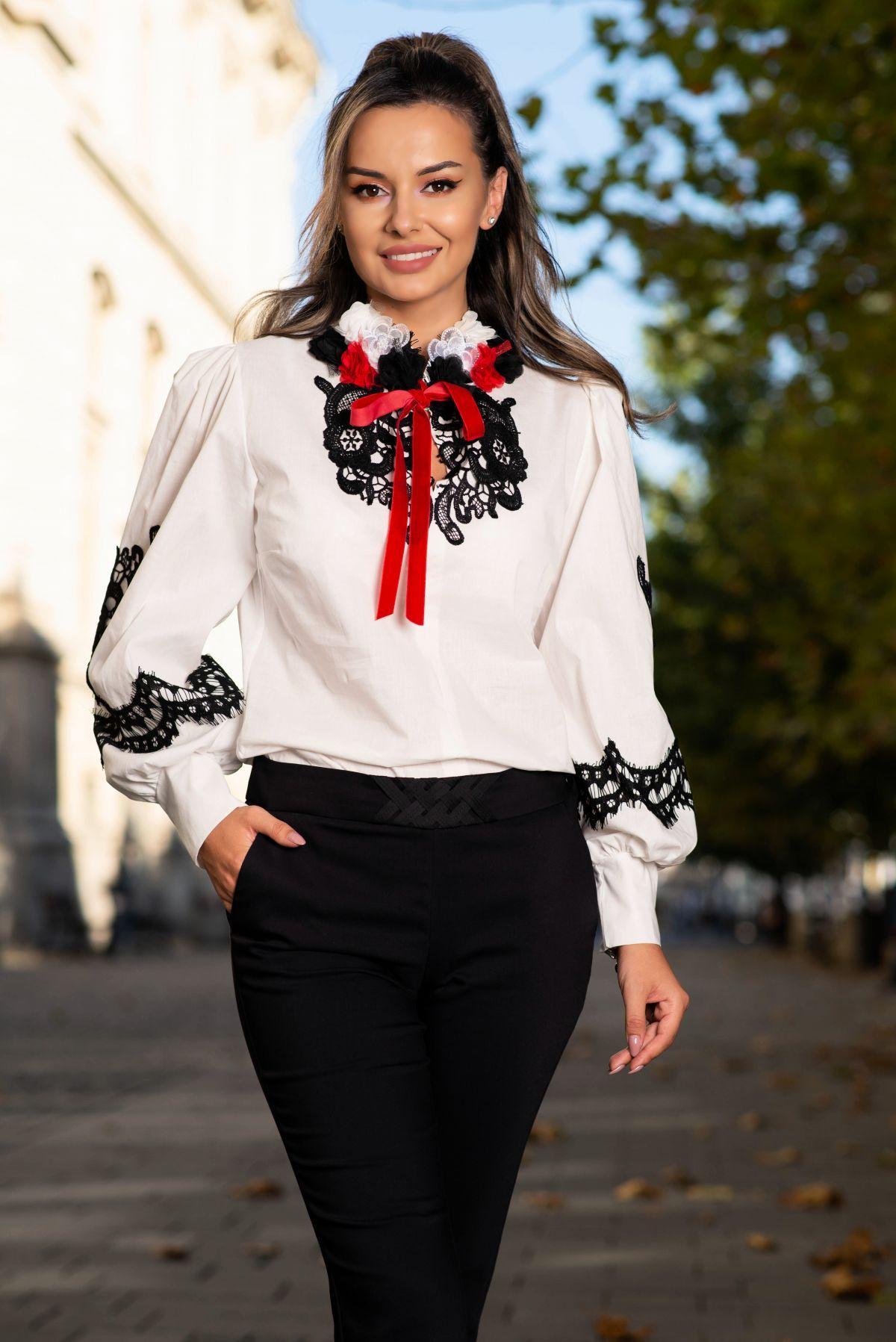 Bluza alba traditionala din bumbac cu flori 3D si broderie neagra aplicata