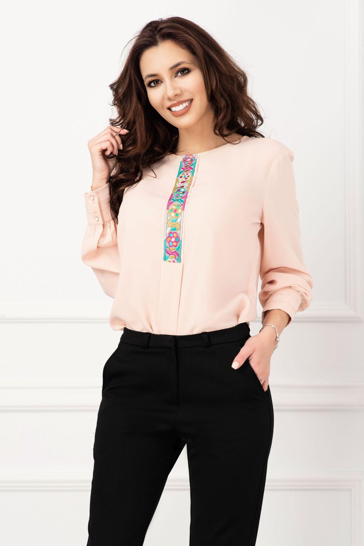 Bluza eleganta din voal roz prafuit cu banda brodata floral