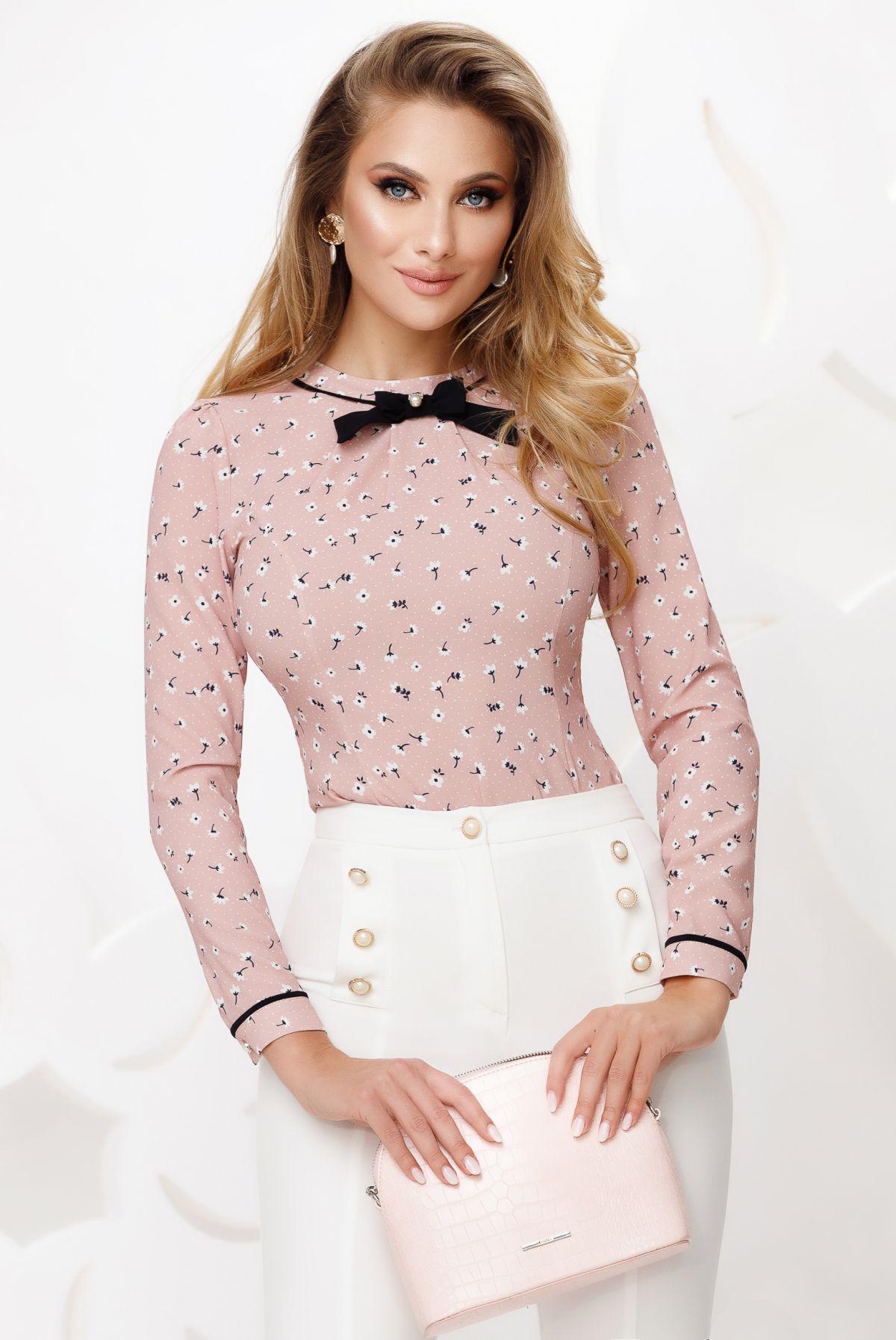 Bluza office rose cu fundita neagra si imprimeu floricele
