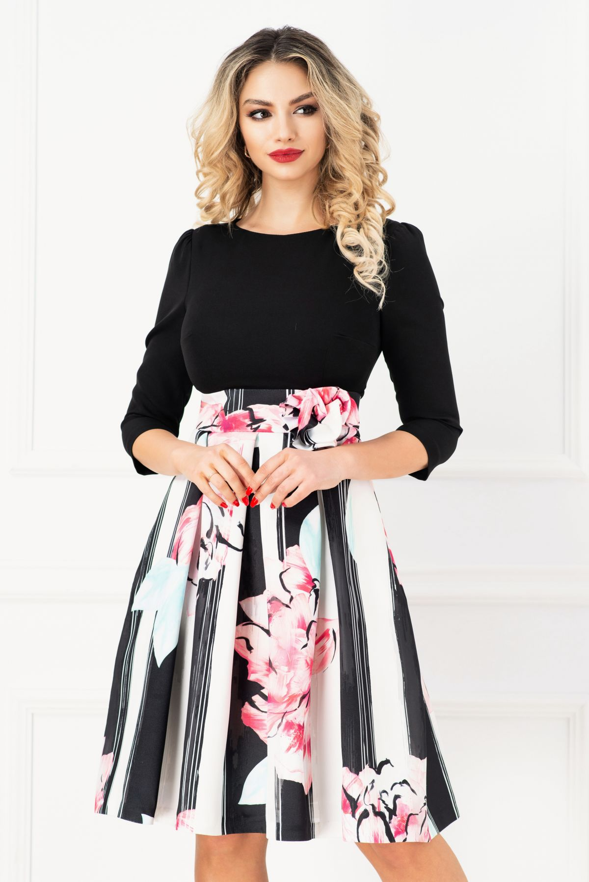 Rochie eleganta neagra in clos cu fusta din tafta cu print floral