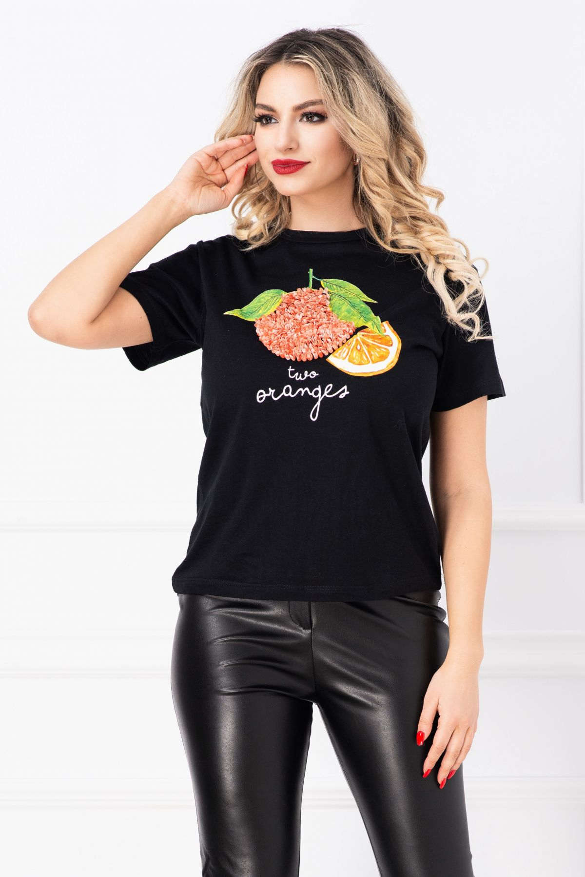 Tricoul negru Two Oranges cu imprimeu 3D