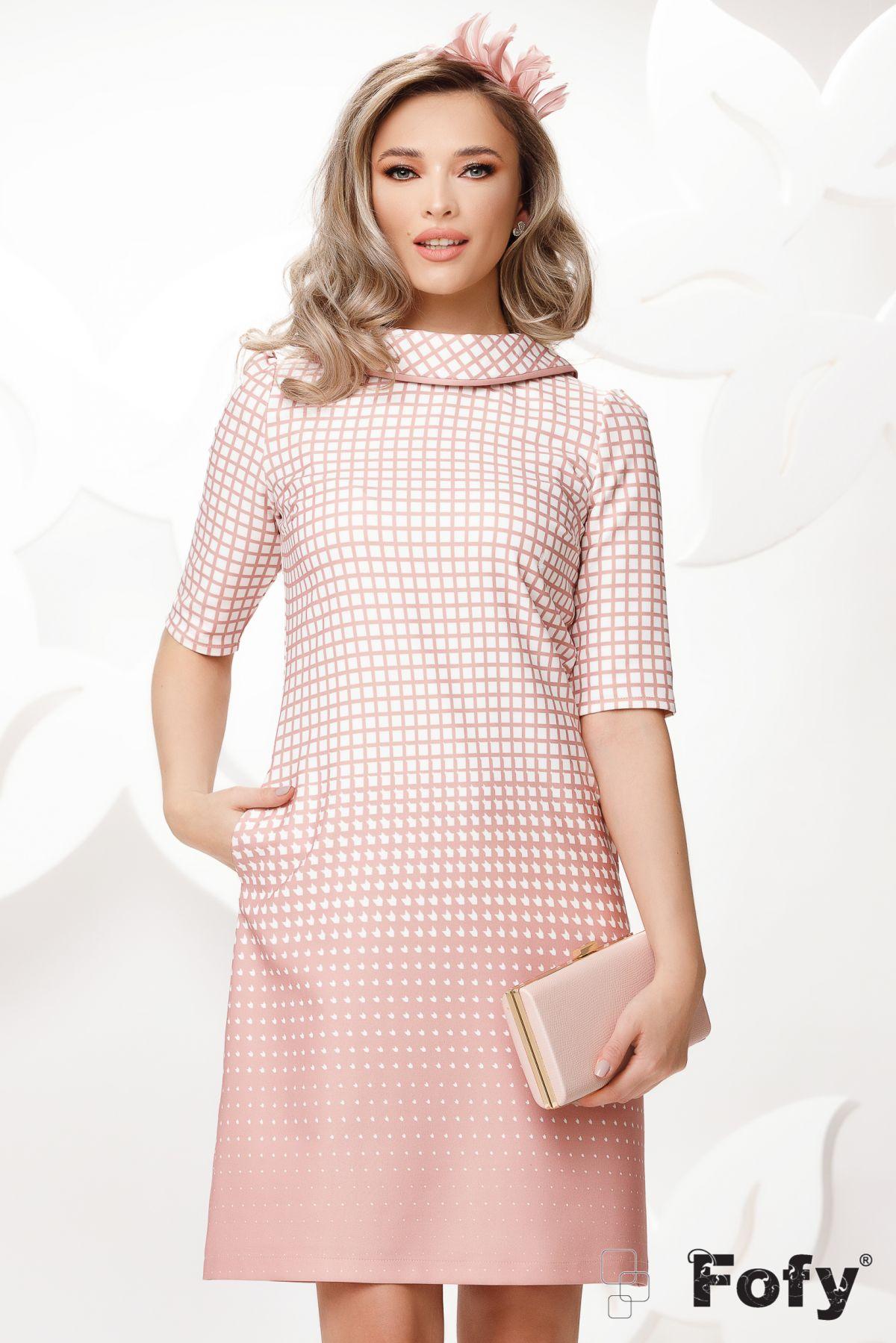 Rochie Fofy roz cu nasturi decorativi si imprimeu geometric