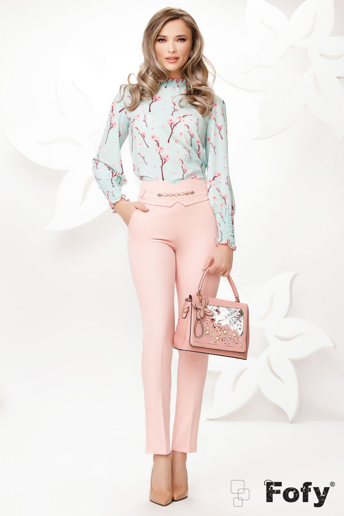 Pantaloni Fofy office conici roz cu accesoriu auriu in talie