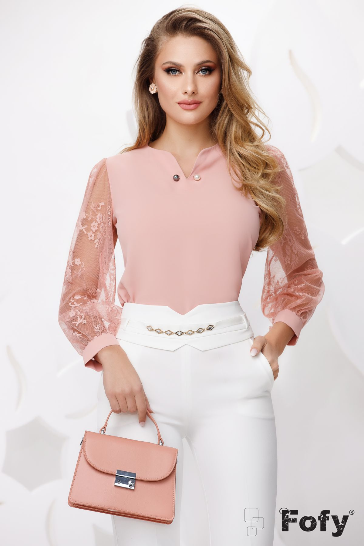 Bluza roz cu maneci din dantela si brosa detasabila cu perle