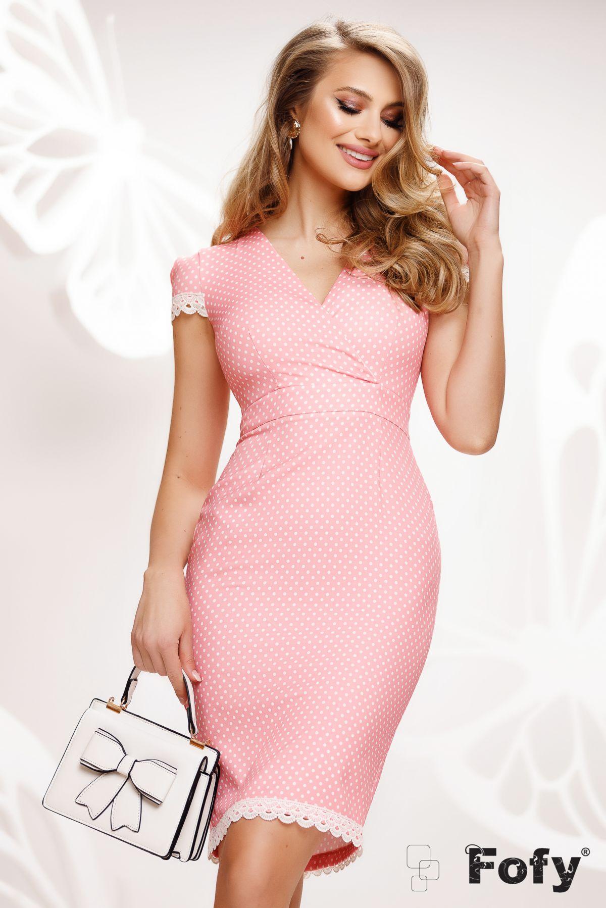 Rochie Fofy conica de zi roz cu buline si dantela aplicata