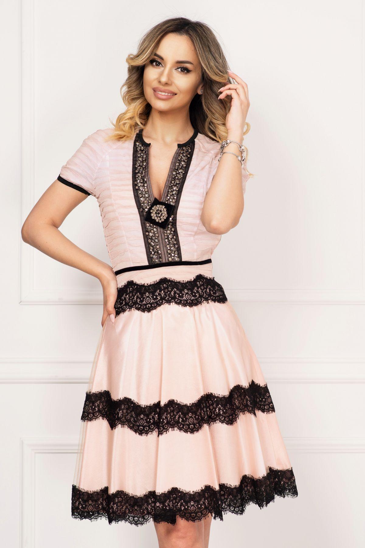Rochie roz eleganta Venezia cu aplicatii pretioase si dantela neagra