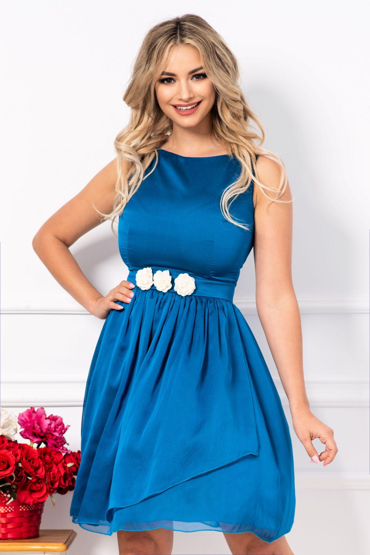 Rochie MBG din voal albastru accesorizata cu flori in talie