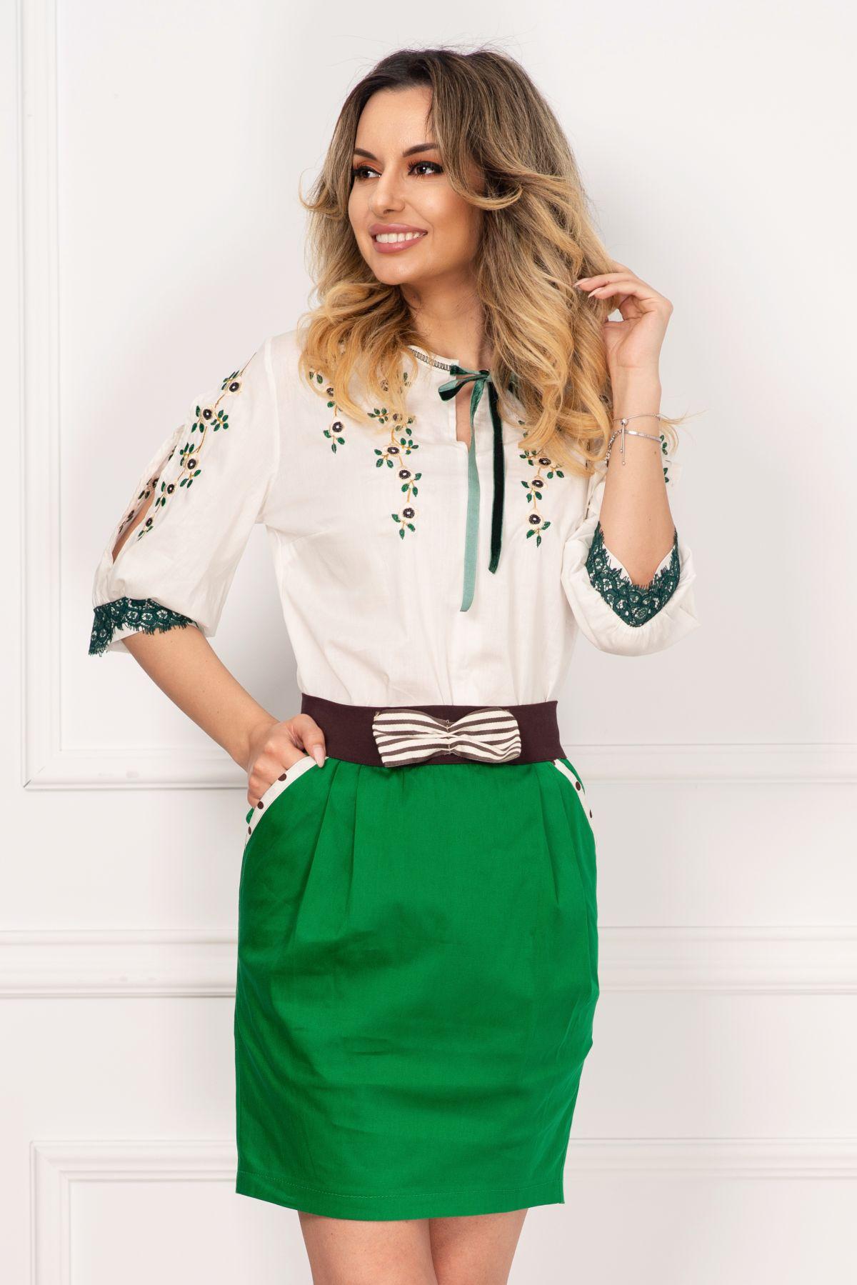Bluza tip ie Venezia traditionala cu dantela verde si flori brodate